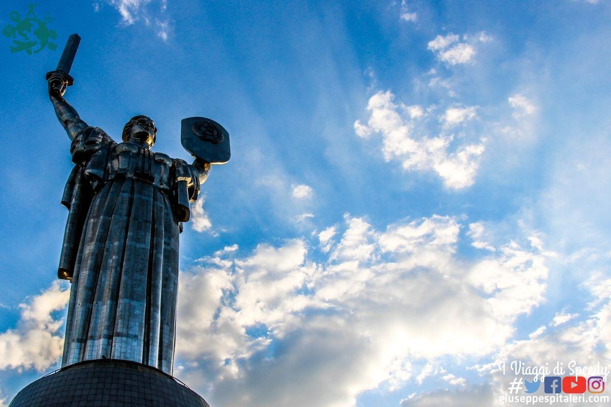 La Statua della Madre Patria (in ucraino: Батьківщина-Мати) è un colossale monumento situato a Kiev