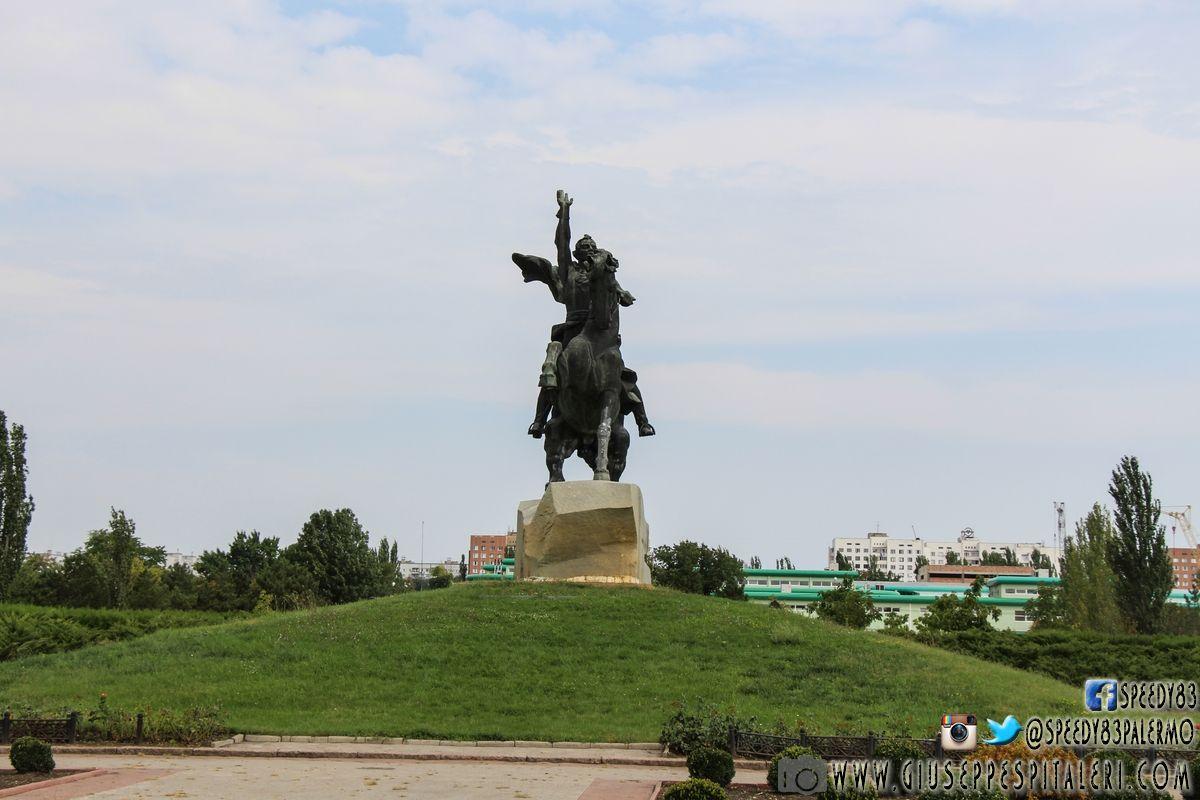 Il monumento ad Alexander Suvorov.