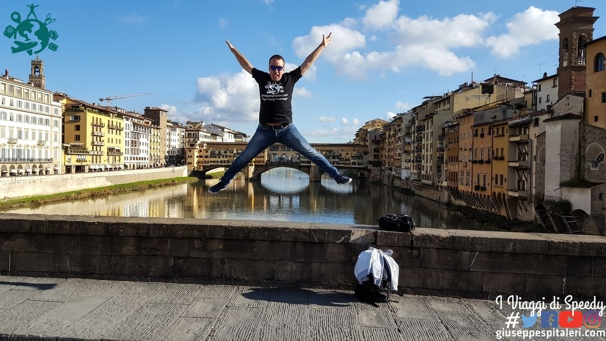 Un salto al Ponte Vecchio di Firenze (Italia)