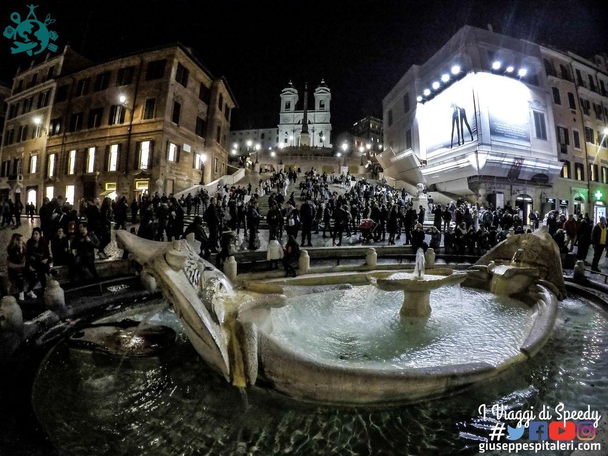 Fontana della Barcaccia e Piazza di Spagna