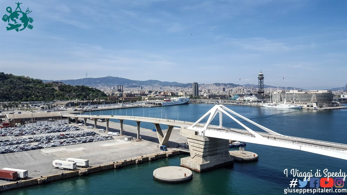 La nave lascia Barcellona