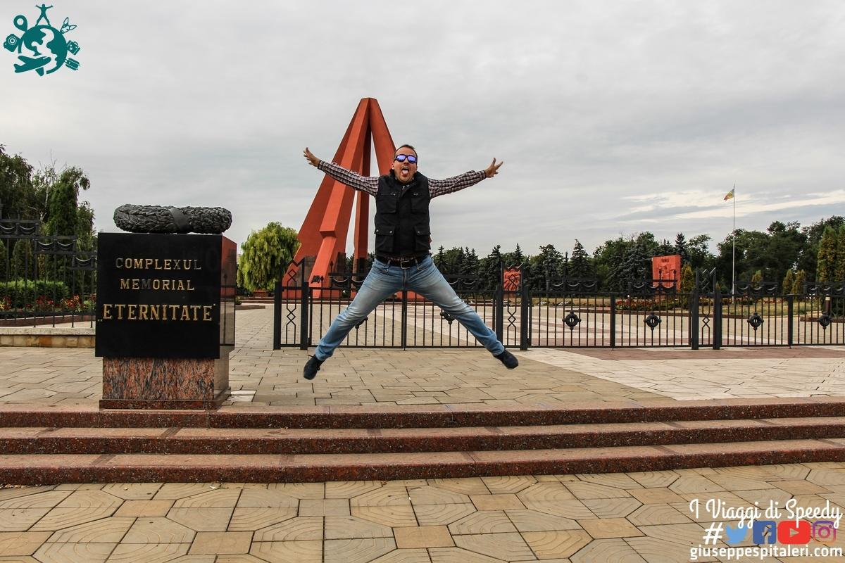 Un salto al parco memoriale della seconda guerra mondiale. Chisinau (Moldavia)
