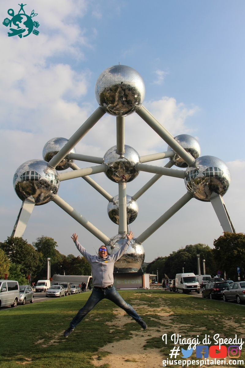 Un salto all'Atomium di Bruxelles (Belgio)