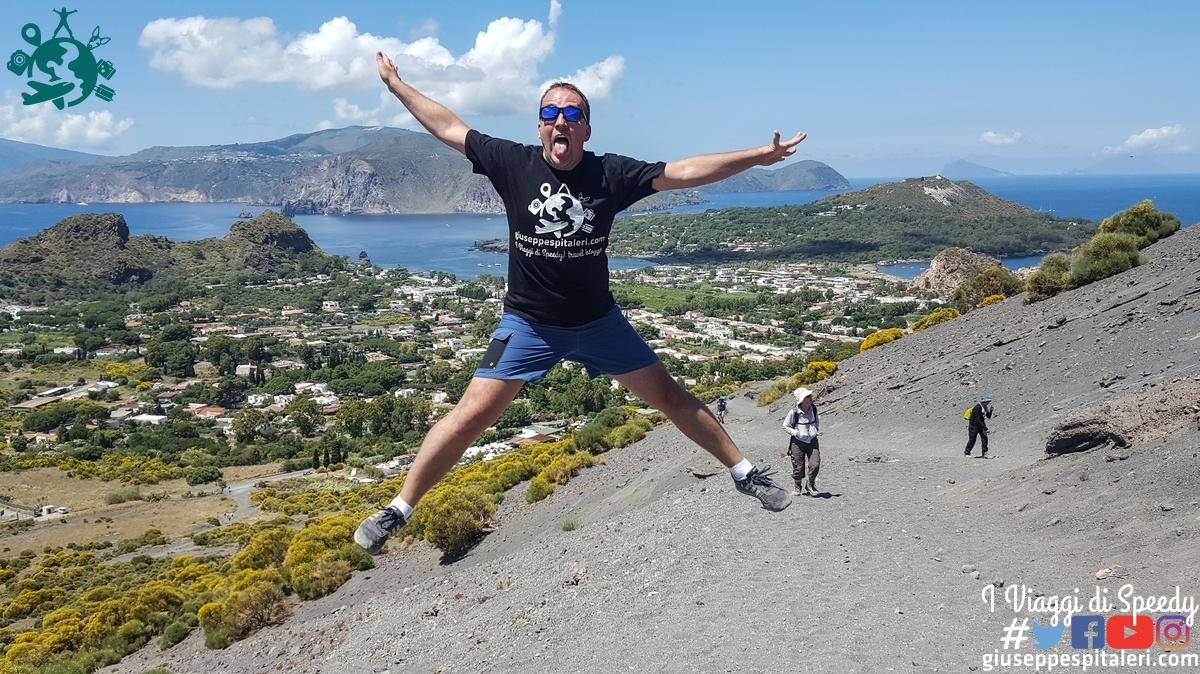 Un salto lungo la scalata al cratere dell'Isola di Vulcano, Isole Eolie (Messina/Sicilia/Italia)