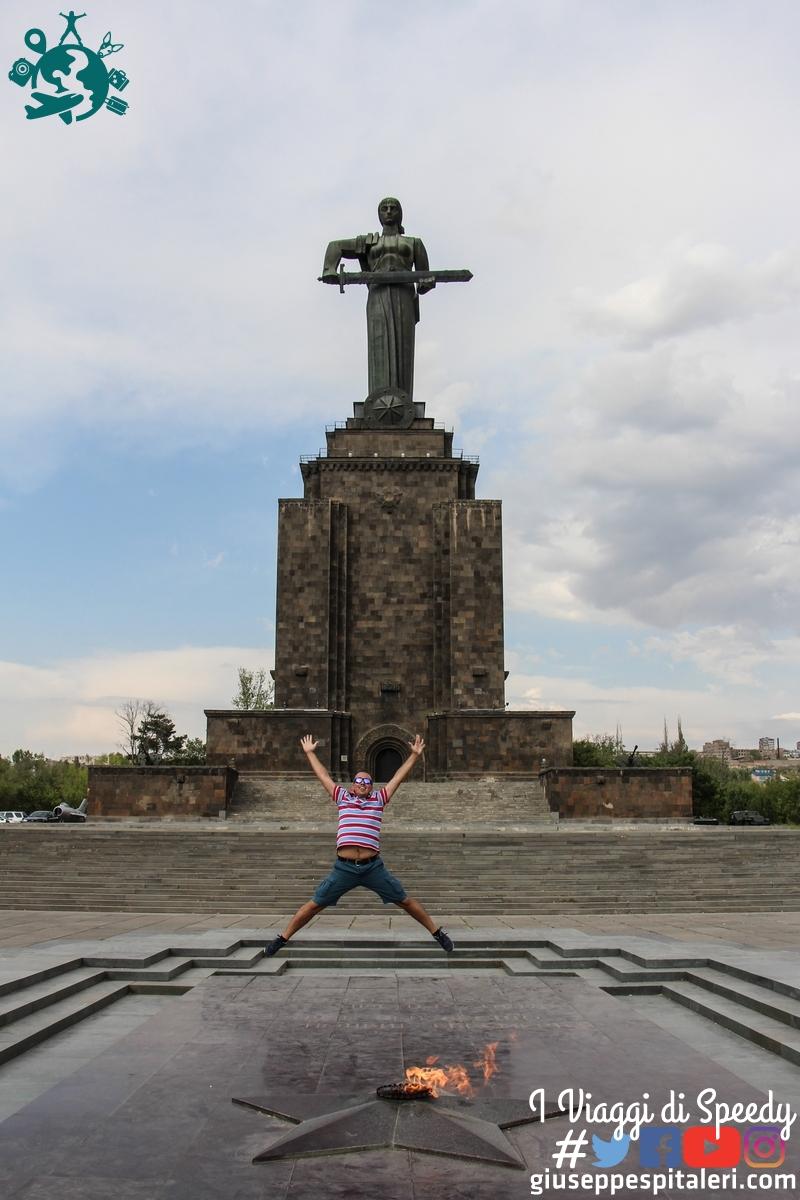 Un salto alla Statua della madrepatria A Yerevan (Armenia)