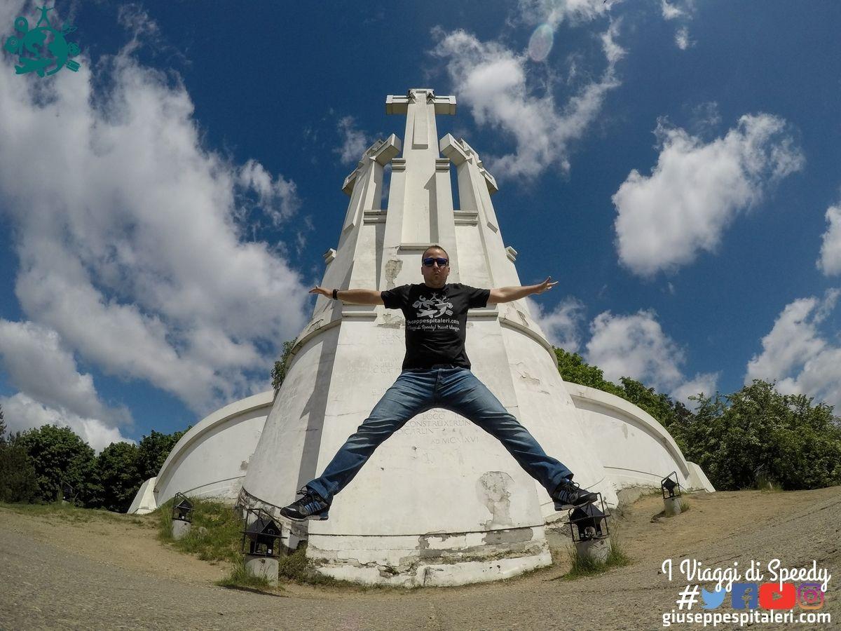 Un salto nella collina delle Croci di Vilnius (Lettonia)
