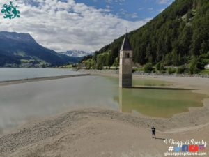Il Lago Resia / Reschensee e il suo campanile di Curon (Graun) che emerge dalle acque