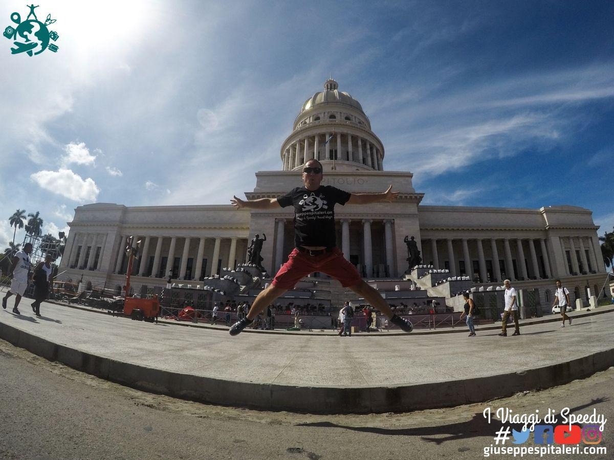Un salto al Capitolio di l'Avana (Cuba)