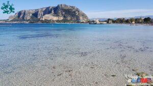 La spiaggia di Mondello: mare dei Caraibi a pochi chilometri da Palermo.